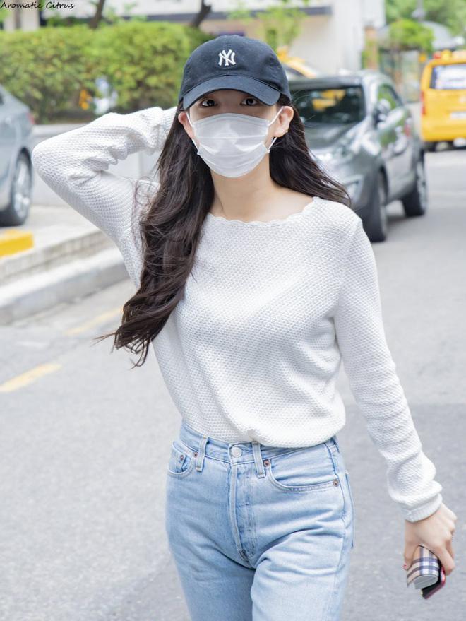 Muốn mặc đẹp như sao Hàn mà không tốn kém, bạn hãy tập trung đầu tư vào 5 món đồ này - Ảnh 2.