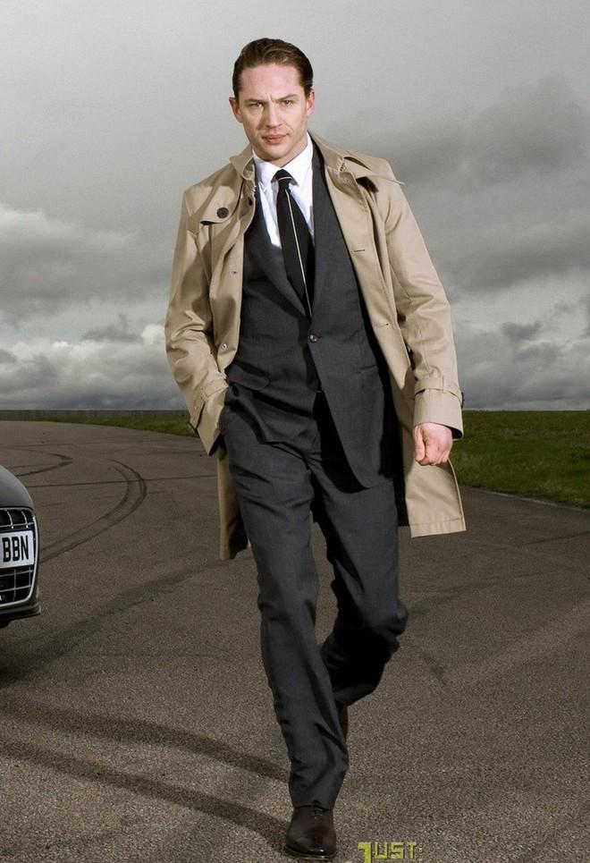 """Nếu nhận lời làm 007, Tom Hardy sẽ đem đến một Bond không ngại """"vấy bẩn"""" bộ vest, tung ra những cú đòn trời giáng và sẵn sàng chịu trận."""