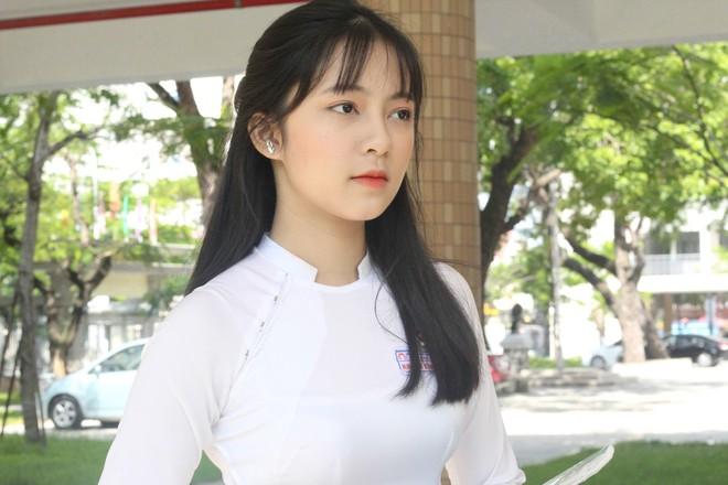 Chưa đến năm học mới, thiếu nữ Đà Nẵng đã gây sốt với bức ảnh diện áo dài xinh đẹp hơn nắng mai - Ảnh 2.