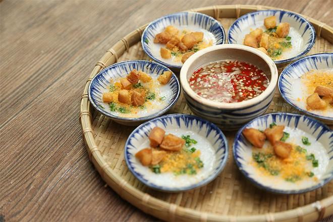 """Chỉ mặt điểm tên những món ăn đặc trưng xứ Huế vẫn đang """"làm mưa làm gió"""" tại Hà Nội - Ảnh 5."""