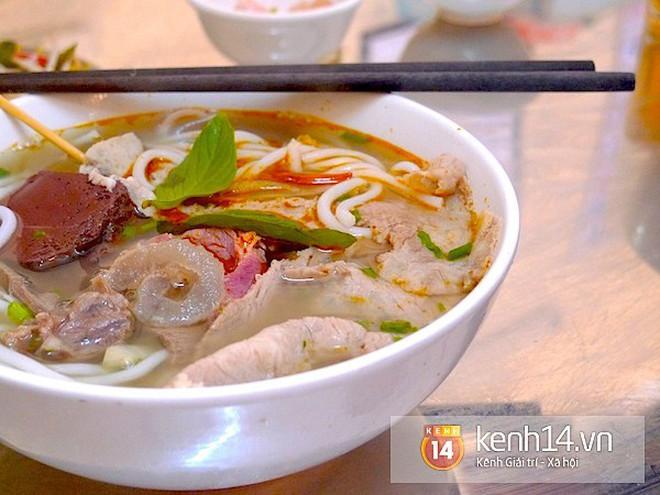"""Chỉ mặt điểm tên những món ăn đặc trưng xứ Huế vẫn đang """"làm mưa làm gió"""" tại Hà Nội - Ảnh 4."""