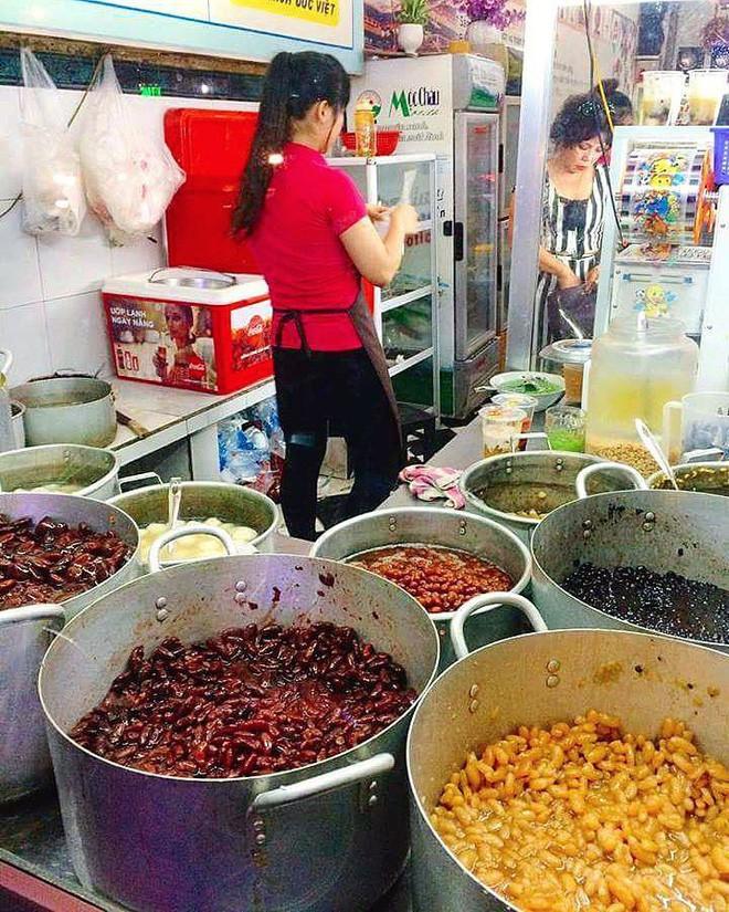 """Chỉ mặt điểm tên những món ăn đặc trưng xứ Huế vẫn đang """"làm mưa làm gió"""" tại Hà Nội - Ảnh 1."""