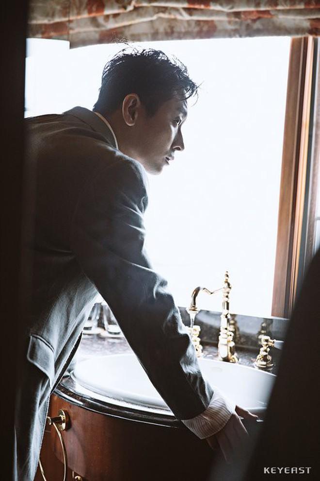"""""""Thái tử Shin"""" Joo Ji Hoon đang là cái tên siêu hot tại Hàn Quốc những ngày này."""
