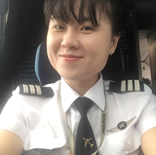 Chân dung nữ cơ trưởng đầu tiên của hãng hàng không giá rẻ, top 10 nữ phi công trẻ nhất Việt Nam - Ảnh 1.