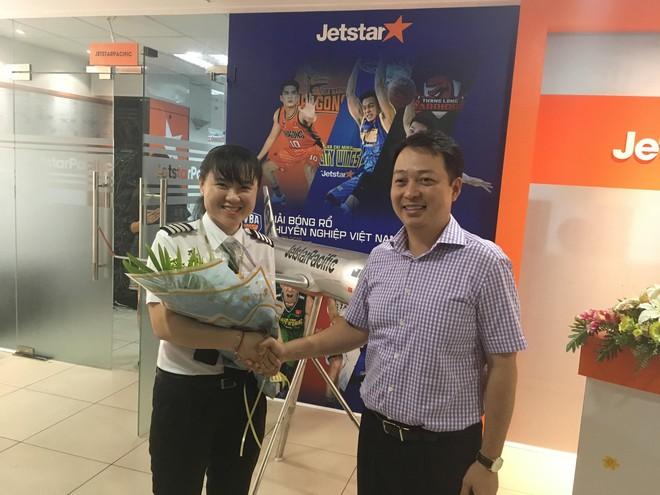 Chân dung nữ cơ trưởng đầu tiên của hãng hàng không giá rẻ, top 10 nữ phi công trẻ nhất Việt Nam - Ảnh 2.