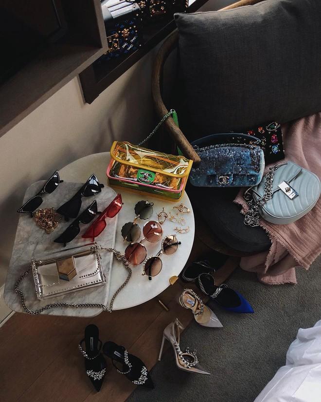 Đây là những thứ không thể thiếu trong vali của các fashionista thế giới mỗi khi đi du lịch - Ảnh 1.