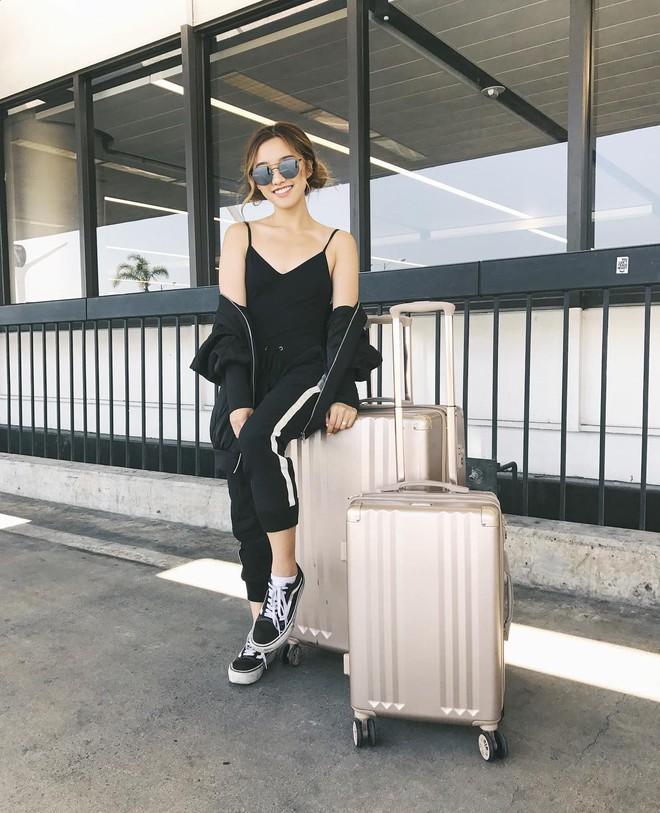 Đây là những thứ không thể thiếu trong vali của các fashionista thế giới mỗi khi đi du lịch - Ảnh 5.