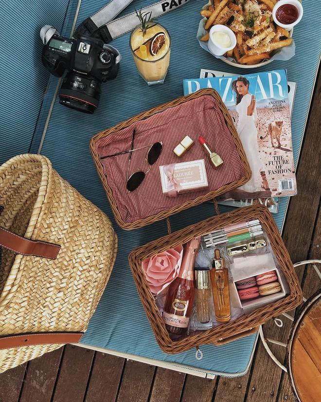 Đây là những thứ không thể thiếu trong vali của các fashionista thế giới mỗi khi đi du lịch - Ảnh 6.
