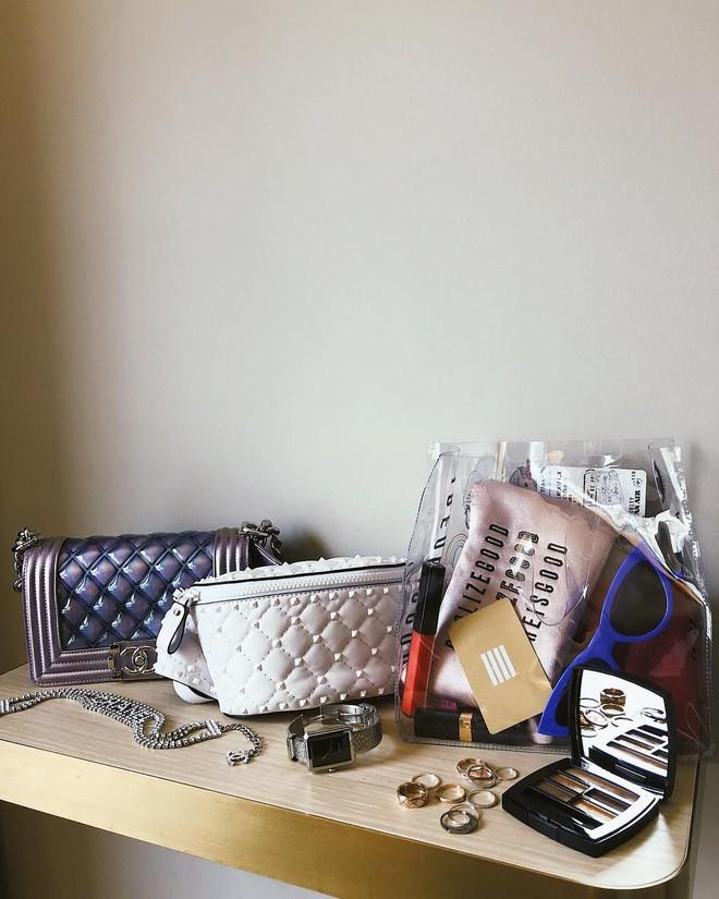 Đây là những thứ không thể thiếu trong vali của các fashionista thế giới mỗi khi đi du lịch - Ảnh 4.