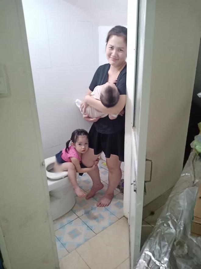 Mẹ trẻ đánh vật với 2 con nhỏ, hạnh phúc sau mỗi ngày sập nguồn là giây phút thấy chồng đi làm về - Ảnh 3.
