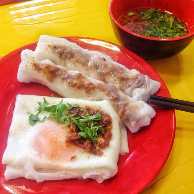 Chỉ là bánh cuốn thôi mà ở Hà Nội cũng đã có muôn vàn kiểu ăn khác nhau - Ảnh 1.