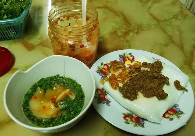 Chỉ là bánh cuốn thôi mà ở Hà Nội cũng đã có muôn vàn kiểu ăn khác nhau - Ảnh 2.