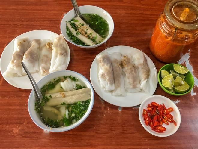 Chỉ là bánh cuốn thôi mà ở Hà Nội cũng đã có muôn vàn kiểu ăn khác nhau - Ảnh 4.