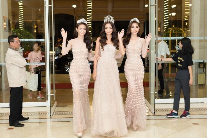 Top 3 Miss Supranational Vietnam cùng đội vương miện, lần đầu xuất hiện nổi bật giữa sự kiện - Ảnh 1.