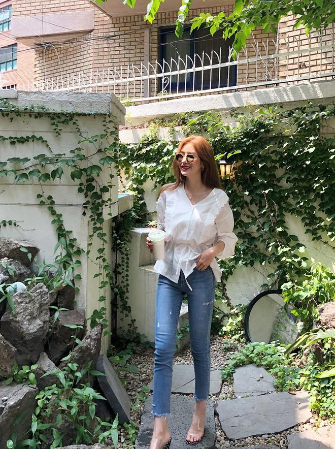 5 công thức biến hóa với quần jeans mà các nàng cứ diện lên là đẹp và chất - Ảnh 1.