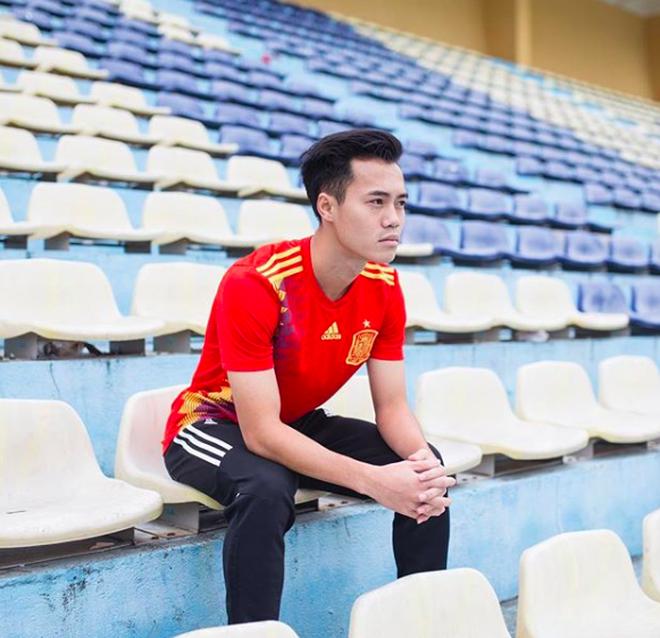 """Xin giới thiệu: Văn Toàn - """"Thánh lầy"""" với sở thích tự dìm và đi dìm các đồng đội của U23 Việt Nam - Ảnh 1."""