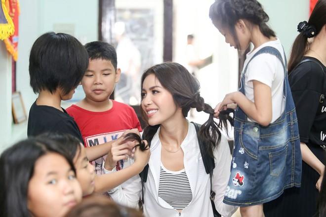 Minh Tú cùng dàn thí sinh Miss Supranational Vietnam hạnh phúc khi nhận được nhiều tình cảm của trẻ em làng SOS - Ảnh 9.