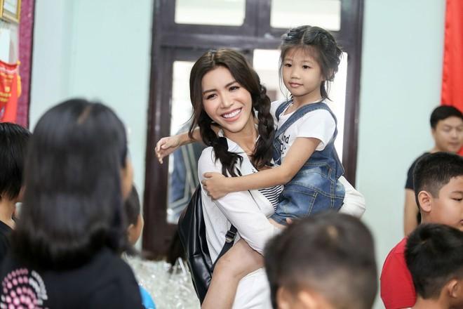 Minh Tú cùng dàn thí sinh Miss Supranational Vietnam hạnh phúc khi nhận được nhiều tình cảm của trẻ em làng SOS - Ảnh 7.