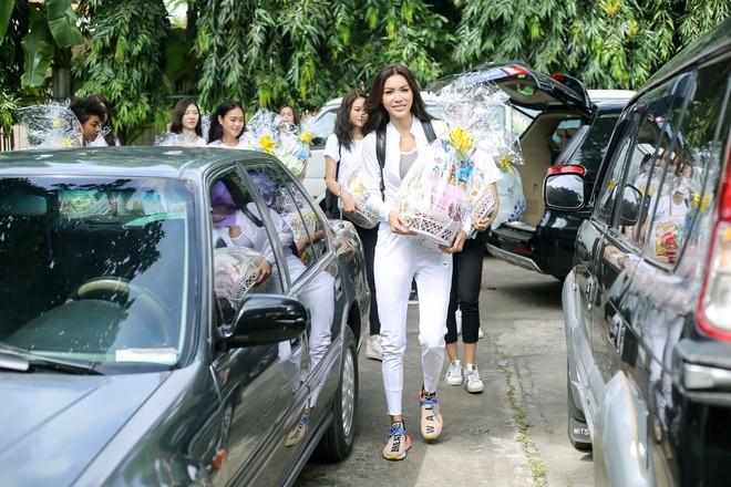 Minh Tú cùng dàn thí sinh Miss Supranational Vietnam hạnh phúc khi nhận được nhiều tình cảm của trẻ em làng SOS - Ảnh 2.