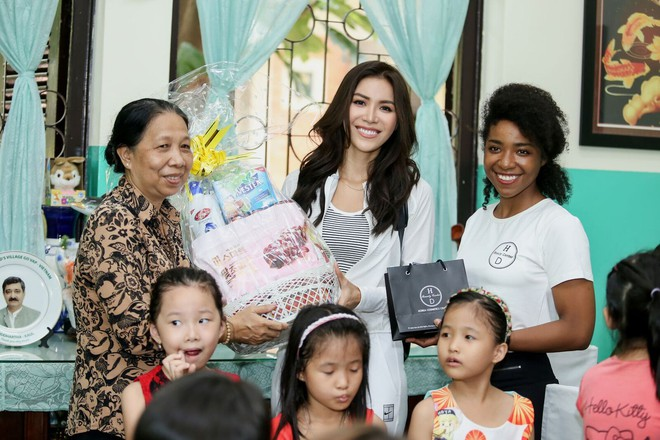 Minh Tú cùng dàn thí sinh Miss Supranational Vietnam hạnh phúc khi nhận được nhiều tình cảm của trẻ em làng SOS - Ảnh 6.
