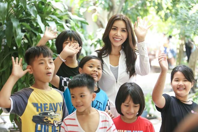 Minh Tú cùng dàn thí sinh Miss Supranational Vietnam hạnh phúc khi nhận được nhiều tình cảm của trẻ em làng SOS - Ảnh 10.