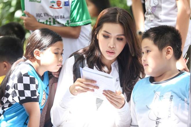 Minh Tú cùng dàn thí sinh Miss Supranational Vietnam hạnh phúc khi nhận được nhiều tình cảm của trẻ em làng SOS - Ảnh 11.