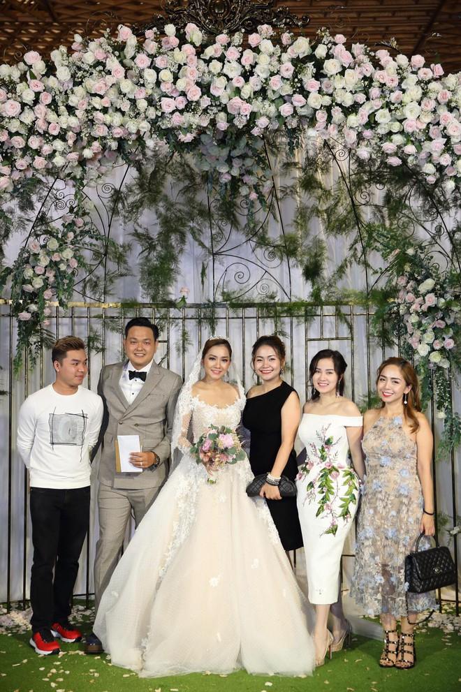 Mới nửa đầu năm 2018, em trai em gái sao Việt đã rủ nhau lên xe hoa ầm ầm - Ảnh 8.