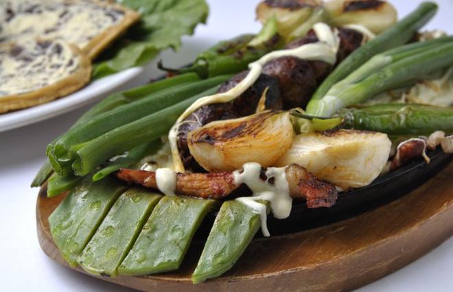 Đọc menu của nhà hàng ở Mỹ, nhiều thực khách ngạc nhiên vì toàn những món từ xương rồng - Ảnh 2.