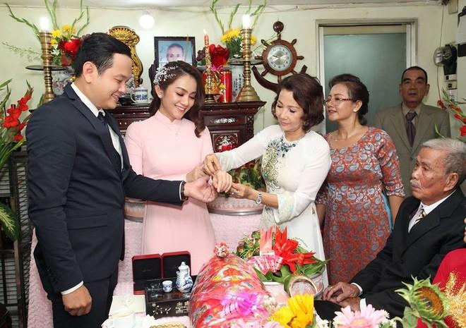 Mới nửa đầu năm 2018, em trai em gái sao Việt đã rủ nhau lên xe hoa ầm ầm - Ảnh 6.
