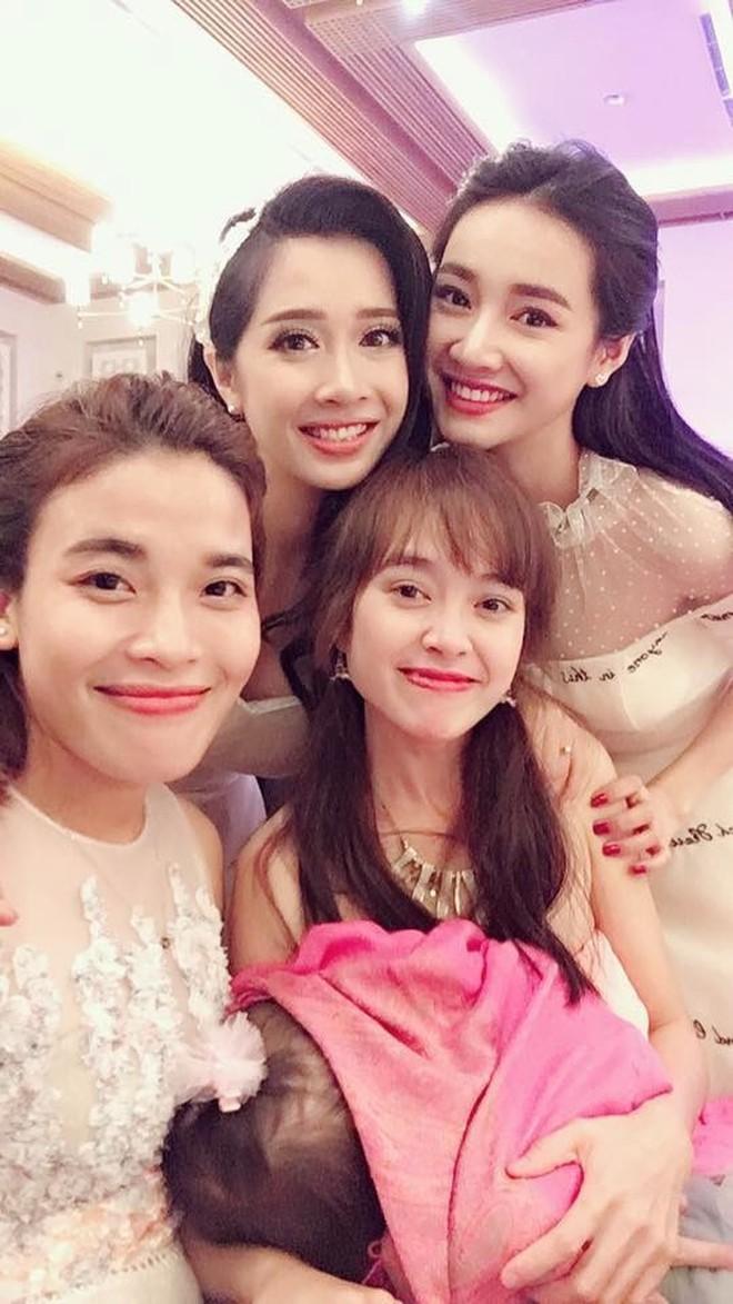 Mới nửa đầu năm 2018, em trai em gái sao Việt đã rủ nhau lên xe hoa ầm ầm - Ảnh 2.