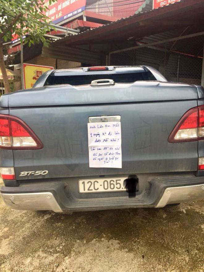 Bị đỗ xe chắn lối ngay trước cửa nhà và mẩu giấy nhắn lịch sự của chủ nhà: 'Bác làm em mất một ngày đi làm rồi nhé!' 4