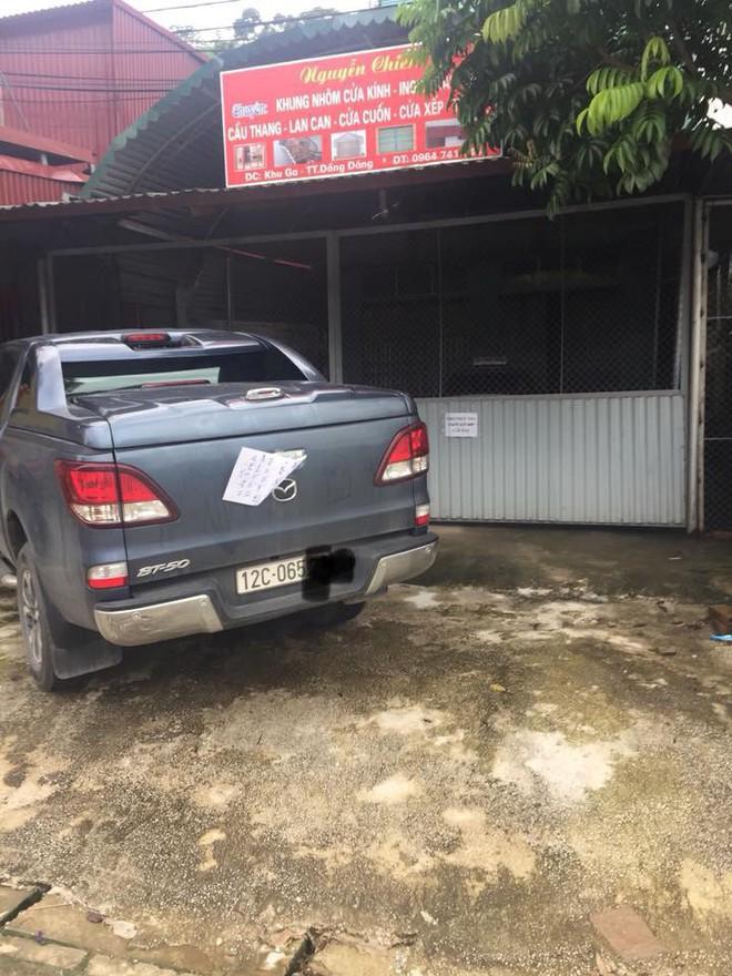 Bị đỗ xe chắn lối ngay trước cửa nhà và mẩu giấy nhắn lịch sự của chủ nhà: 'Bác làm em mất một ngày đi làm rồi nhé!' 3