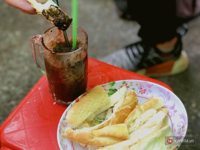 Xế chiều Sài Gòn mà muốn tìm món lót dạ, cứ thẳng tiến đến đường Trần Bình Trọng (quận 5) - Ảnh 2.