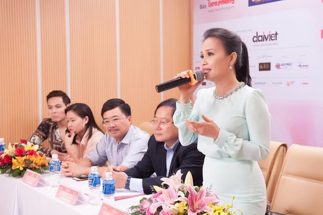 Vợ chồng Cẩm Ly bất ngờ xuất hiện tại vòng sơ khảo tài năng của thí sinh Hoa hậu Việt Nam 2018 - Ảnh 1.