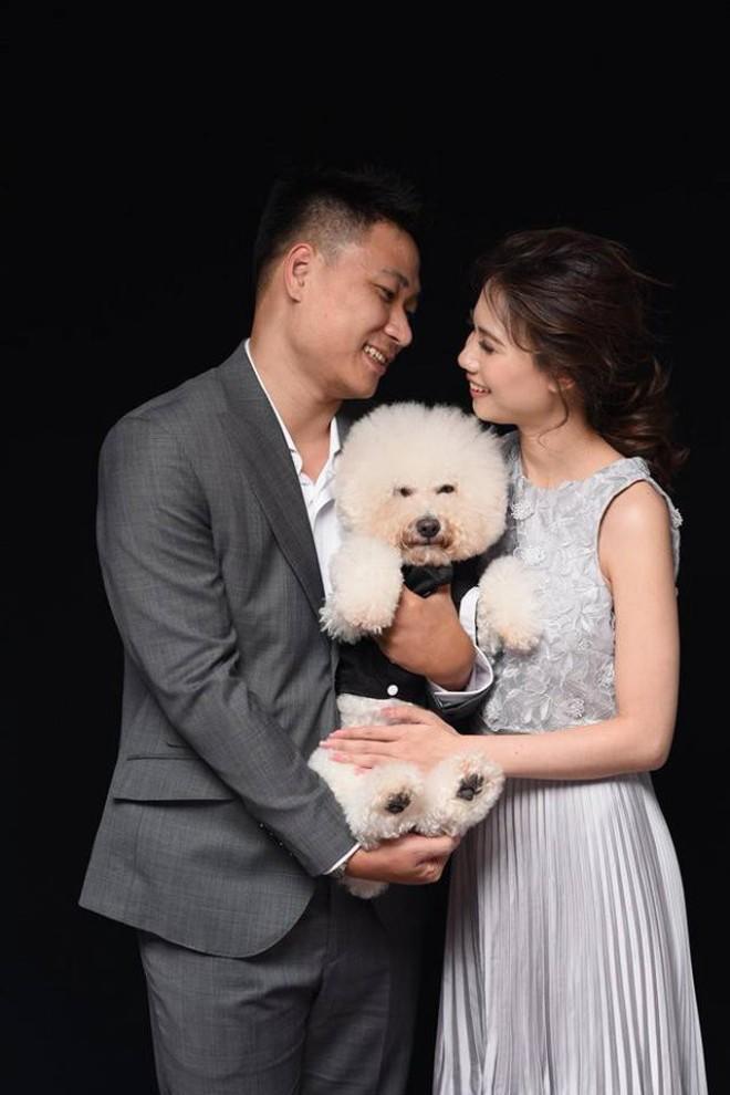 """Mải mê tình cảm khi chụp ảnh cưới, cặp đôi trẻ bị chú chó cưng """"hờn dỗi"""" cả buổi trời - Ảnh 2."""