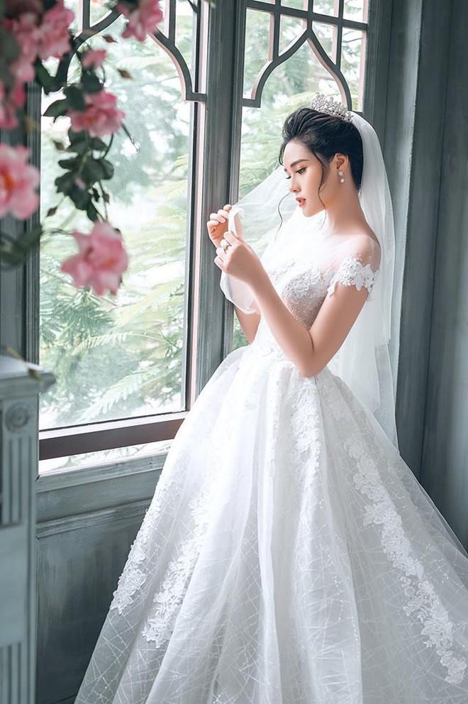 """Người đẹp gây sốc với phát ngôn """"thi hoa hậu để kiếm nhiều tiền như Phạm Hương"""" là bạn gái mới của Trọng Đại? - Ảnh 11."""