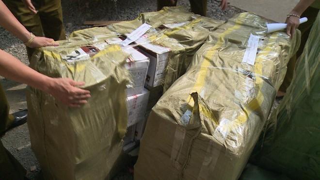 Hà Nội: Mật phục, thu giữ 10.000 gói bánh trung thu siêu rẻ, không rõ nguồn gốc - Ảnh 2.