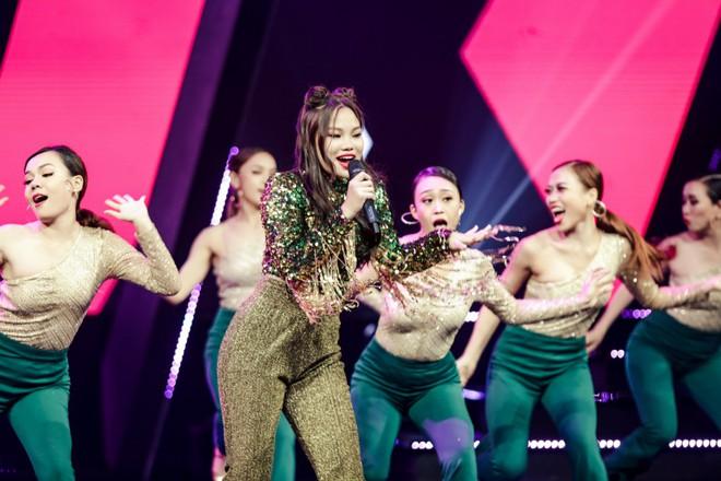 The Debut: Cô bé bị ném đá nhiều nhất chương trình tỏa sáng với hit Chi Pu - Ảnh 2.