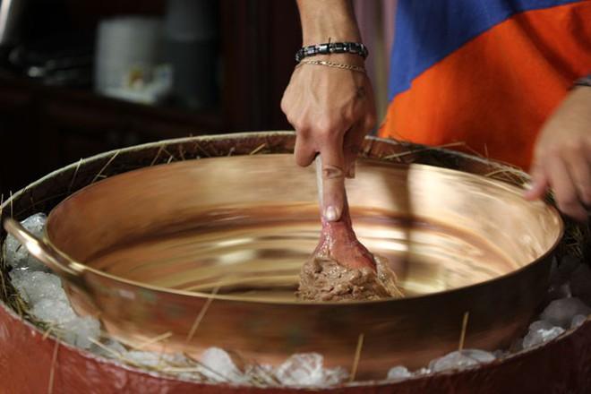 Khám phá cách làm kem truyền thống của người Ecuador từ thời... chưa có tủ lạnh 4