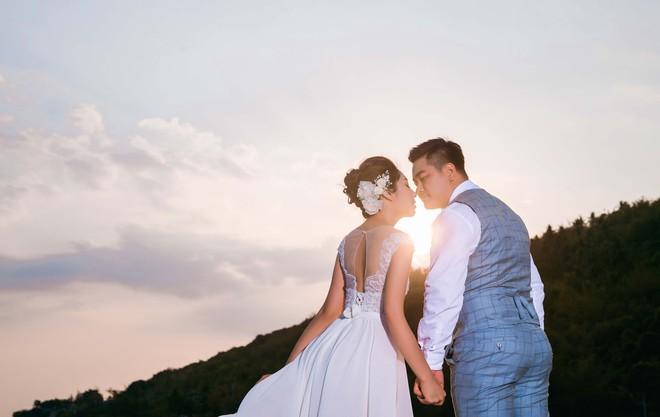 Hoa hậu trả vương miện Đặng Thu Thảo ngọt ngào khoá môi vị hôn phu trong ảnh cưới - Ảnh 4.