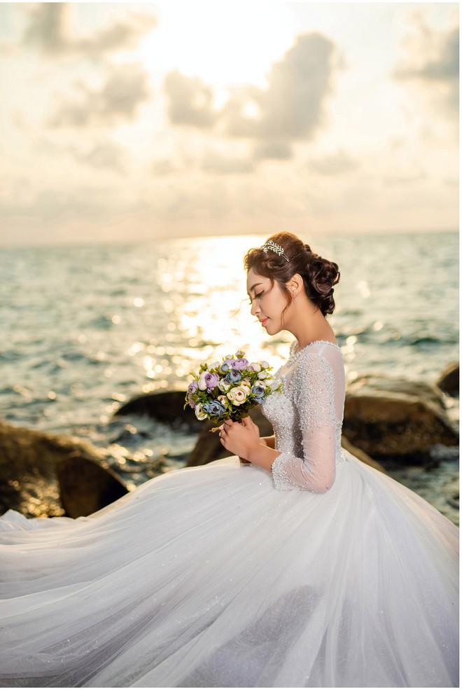 Hoa hậu trả vương miện Đặng Thu Thảo ngọt ngào khoá môi vị hôn phu trong ảnh cưới - Ảnh 6.