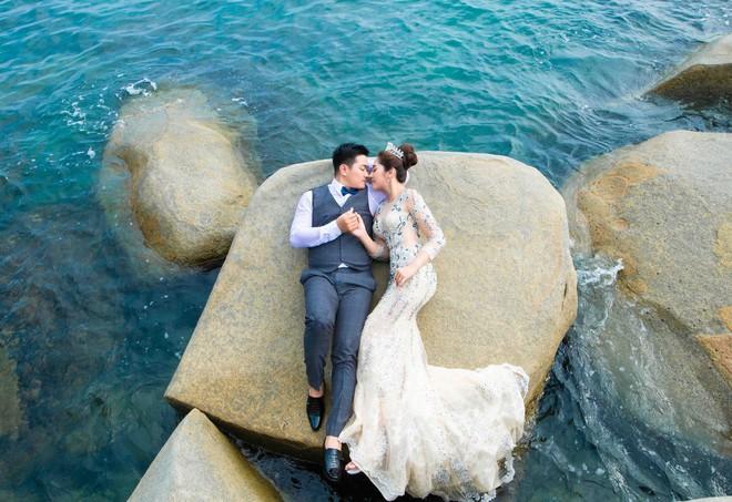 Hoa hậu trả vương miện Đặng Thu Thảo ngọt ngào khoá môi vị hôn phu trong ảnh cưới - Ảnh 9.