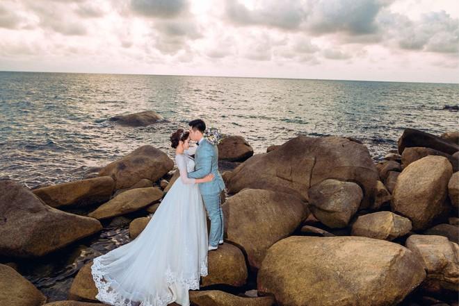 Hoa hậu trả vương miện Đặng Thu Thảo ngọt ngào khoá môi vị hôn phu trong ảnh cưới - Ảnh 10.