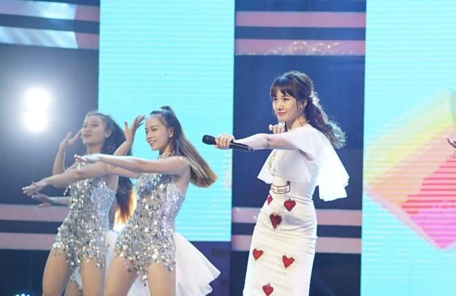 Hari Won đi dép lê tập hát, nhảy hit Roly Poly của T-ara - Ảnh 4.