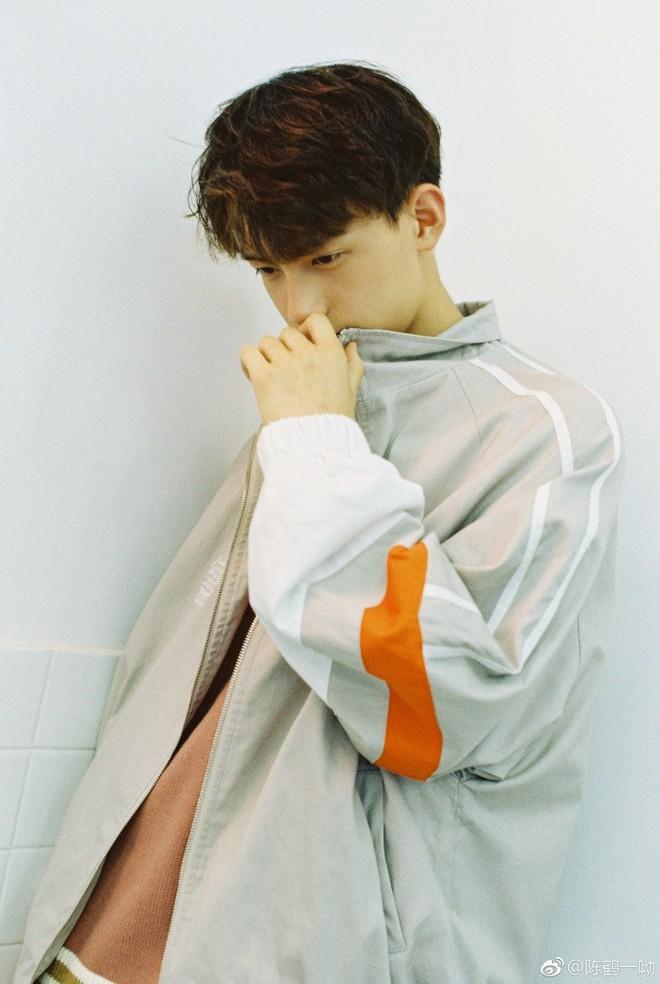 Rung rinh trước gương mặt trẻ thơ của hot boy Trung Quốc sinh năm 1999 đang nổi như cồn trên MXH Việt - Ảnh 5.