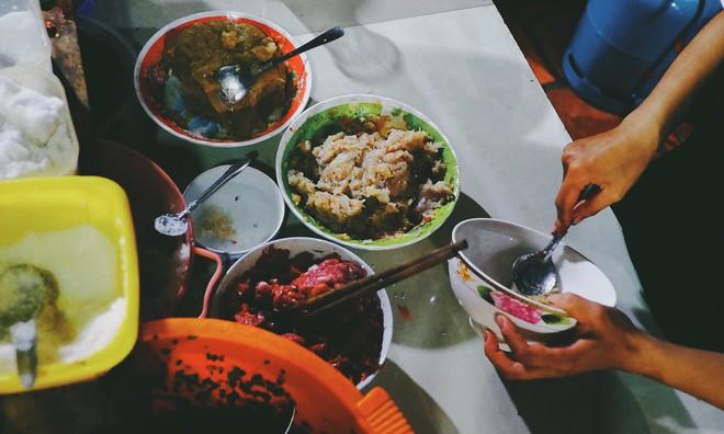 Quán bún ở Phú Quốc mà thực khách phải tự trả tiền tự phục vụ, vậy mà ai đến đây cũng ghé ăn cho bằng được - Ảnh 4.