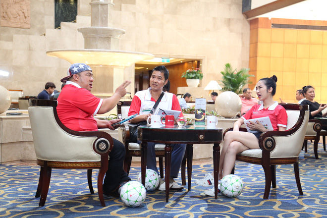 Con trai cầu thủ Đinh Hoàng Max khiến Hòa Minzy, Hiếu Hiền nghẹn ngào tại Cầu thủ nhí 2018 - Ảnh 1.