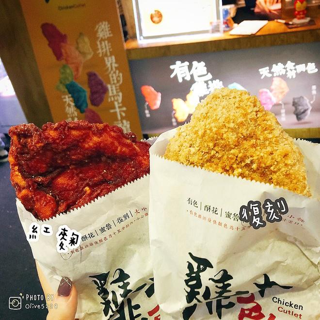 """Gà rán khổng lồ đủ màu - món ăn vặt mới toanh của Đài Loan làm dân tình """"dậy sóng"""" - Ảnh 8."""