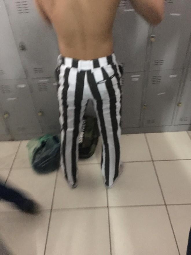 Mặc đồ kẻ sọc Juventus, thanh niên nổi đình nổi đám trên MXH - Ảnh 2.