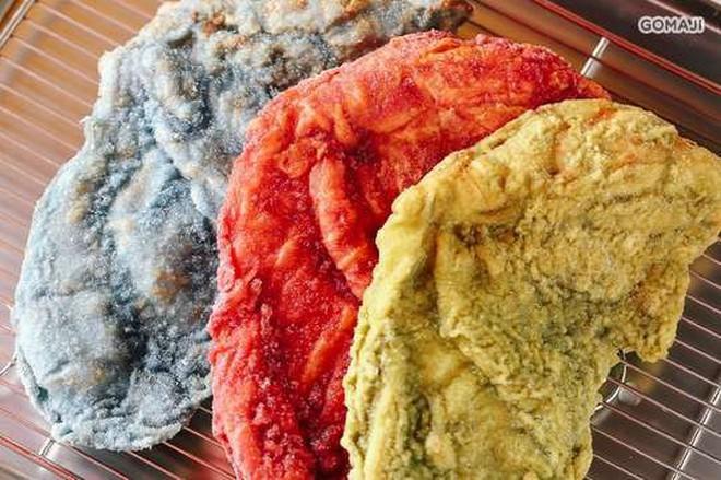 """Gà rán khổng lồ đủ màu - món ăn vặt mới toanh của Đài Loan làm dân tình """"dậy sóng"""" - Ảnh 2."""